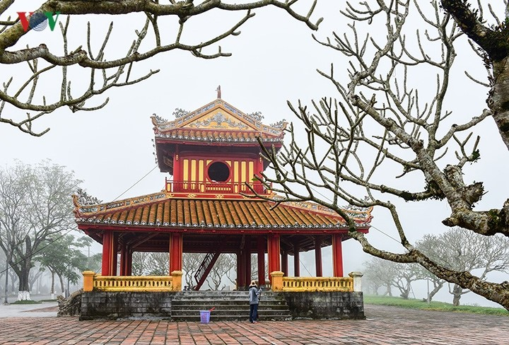Breathtaking scenery of ancient Hue amid fog in late winter - ảnh 5
