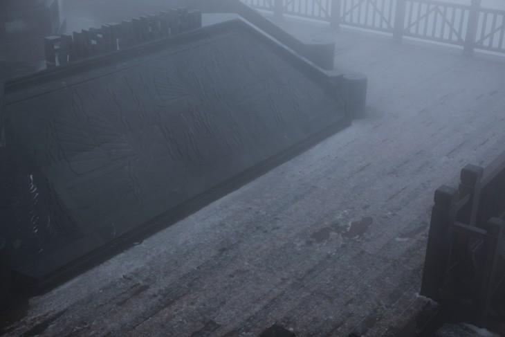 """Lên Fansipan """"nghịch tuyết"""" giữa ngày xuân - ảnh 2"""