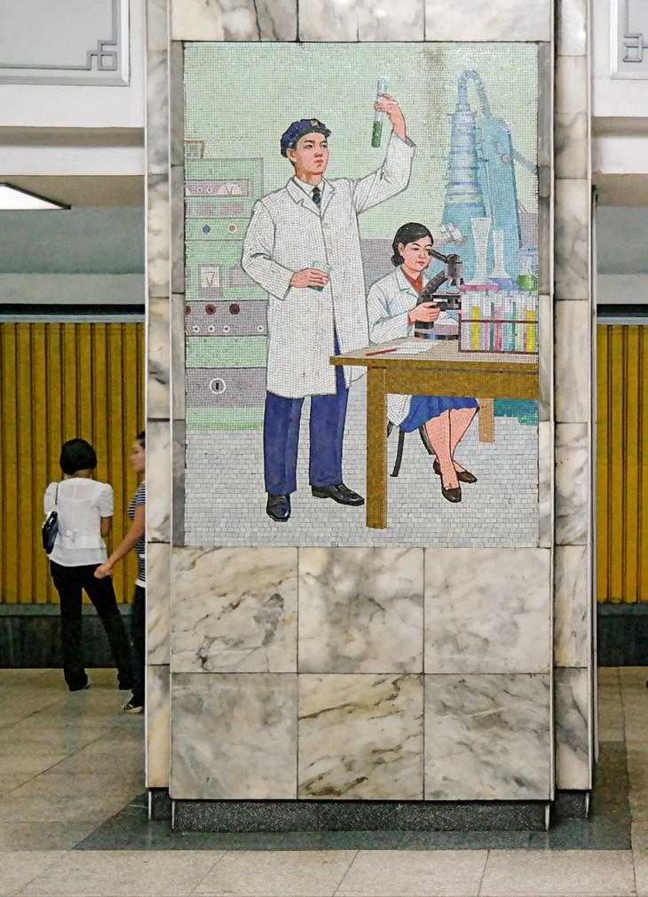 Đẹp sững sờ ga điện ngầm Bình Nhưỡng, Triều Tiên - ảnh 11