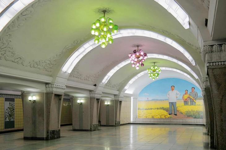 Đẹp sững sờ ga điện ngầm Bình Nhưỡng, Triều Tiên - ảnh 2