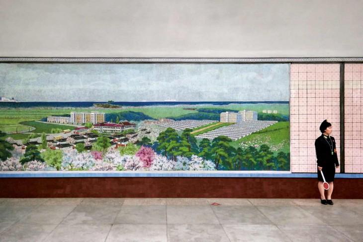 Đẹp sững sờ ga điện ngầm Bình Nhưỡng, Triều Tiên - ảnh 4