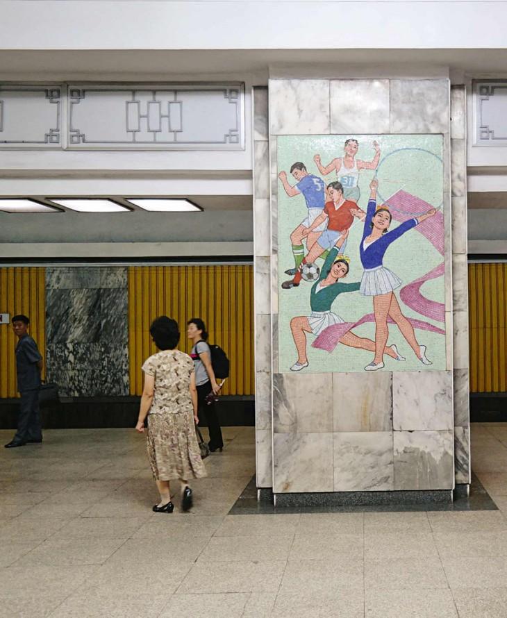 Đẹp sững sờ ga điện ngầm Bình Nhưỡng, Triều Tiên - ảnh 6