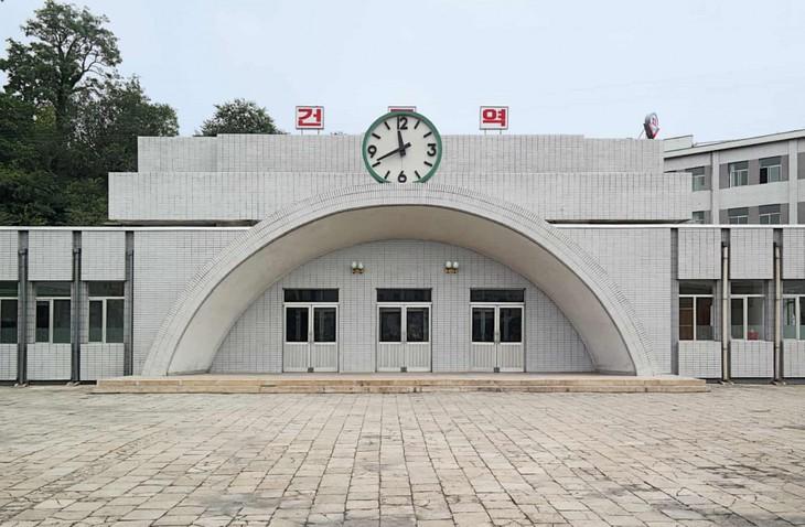 Đẹp sững sờ ga điện ngầm Bình Nhưỡng, Triều Tiên - ảnh 9