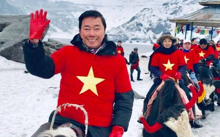 Đại sứ Phạm Sanh Châu quảng bá Việt Nam trên núi Himalaya tuyết trắng - ảnh 1