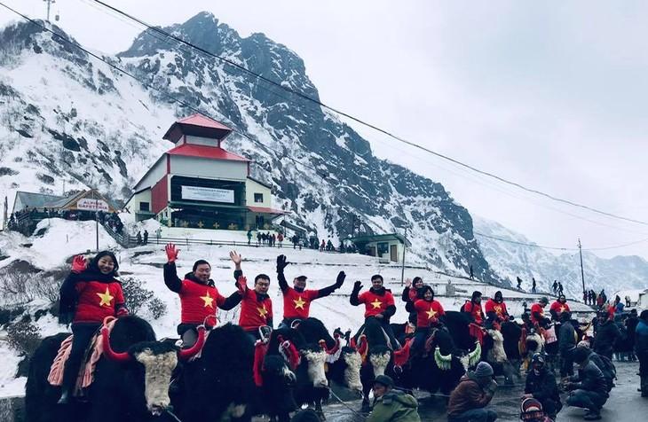 Đại sứ Phạm Sanh Châu quảng bá Việt Nam trên núi Himalaya tuyết trắng - ảnh 3
