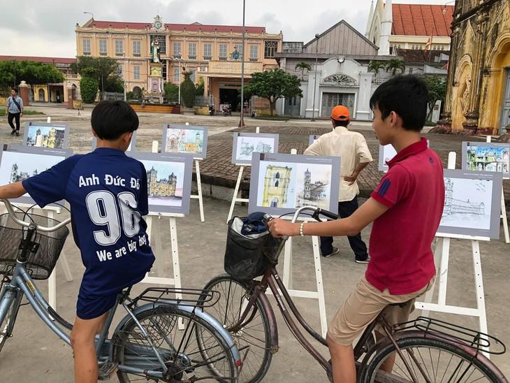 Giáo dân Bùi Chu 'phát hiện' nhà thờ của mình lộng lẫy trên... ký họa - ảnh 2