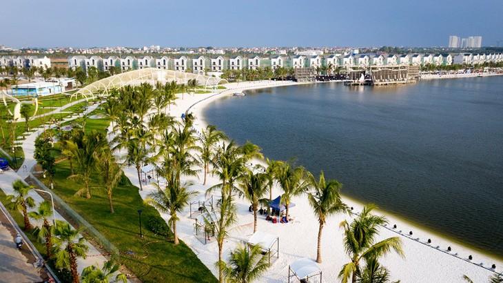 Du khách háo hức với thành phố biển hồ trong lòng Hà Nội - ảnh 1