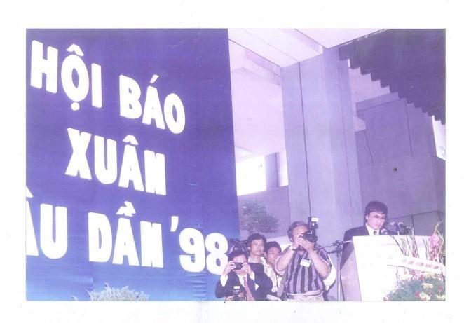 Nhà báo Trần Mai Hạnh và hơn nửa thế kỷ cày ải trên cánh đồng chữ nghĩa - ảnh 11