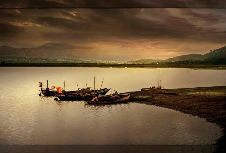 Việt Nam đẹp như tranh vẽ qua các tác phẩm ảnh tại triển lãm Ánh sáng từ tâm - ảnh 20