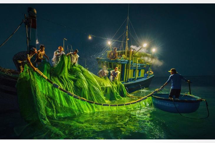 Việt Nam đẹp như tranh vẽ qua các tác phẩm ảnh tại triển lãm Ánh sáng từ tâm - ảnh 22