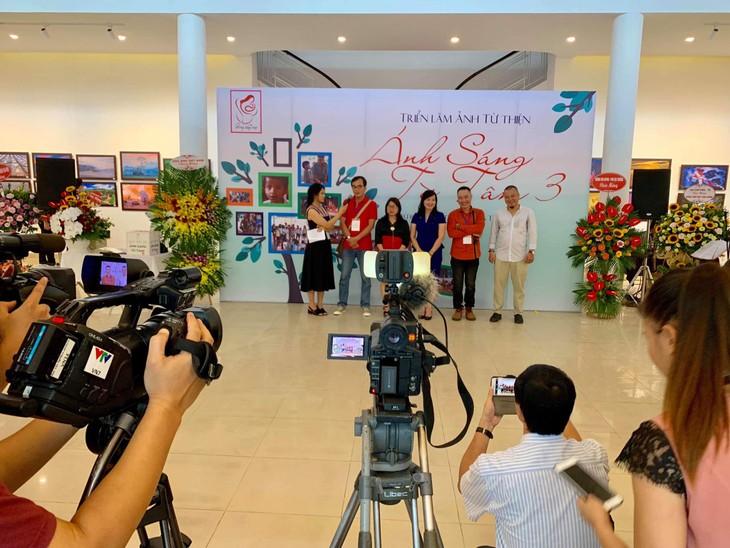 Việt Nam đẹp như tranh vẽ qua các tác phẩm ảnh tại triển lãm Ánh sáng từ tâm - ảnh 2