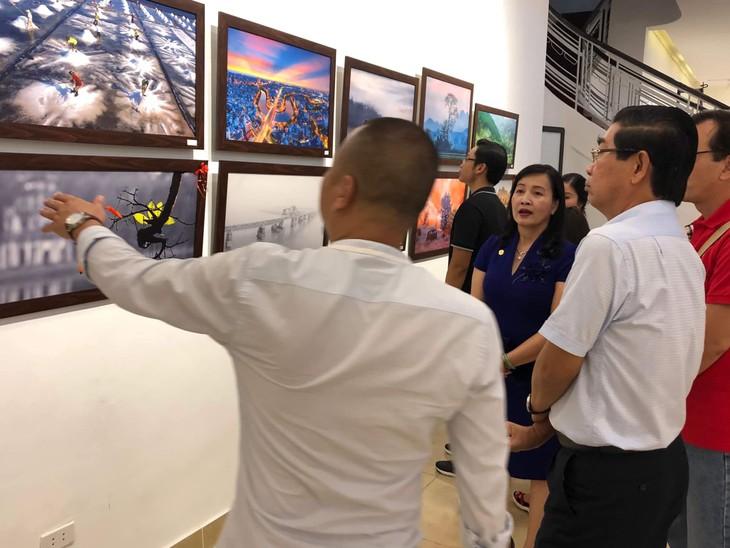 Việt Nam đẹp như tranh vẽ qua các tác phẩm ảnh tại triển lãm Ánh sáng từ tâm - ảnh 4