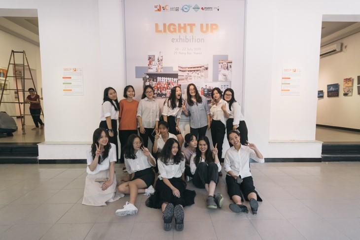 Triển lãm nghệ thuật quốc tế Light Up - Thắp sáng ước mơ - ảnh 1