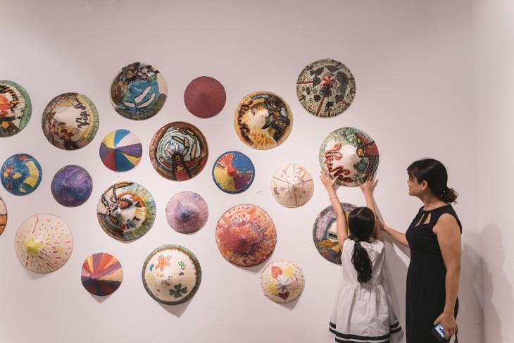 Triển lãm nghệ thuật quốc tế Light Up - Thắp sáng ước mơ - ảnh 12