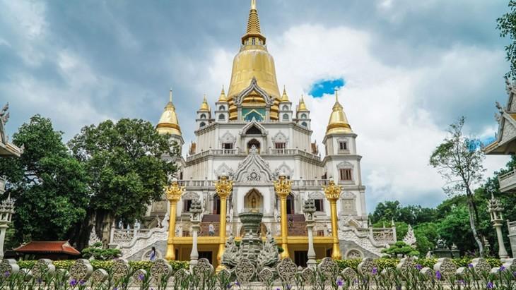 Chùa Việt vào top 10 ngôi chùa đẹp nhất thế giới: Chùa Bửu Long thêm hút khách - ảnh 2