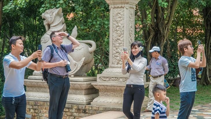 Chùa Việt vào top 10 ngôi chùa đẹp nhất thế giới: Chùa Bửu Long thêm hút khách - ảnh 7