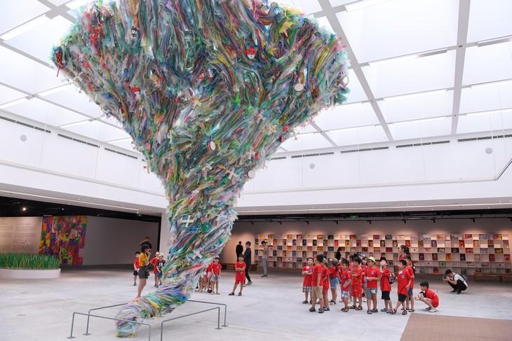 """Triển lãm """"Hành tinh nhựa"""" truyền đi thông điệp sử dụng đồ nhựa có ý thức - ảnh 4"""