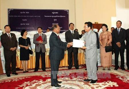 Felicitaciones de Vietnam para Camboya en su Día nacional - ảnh 1