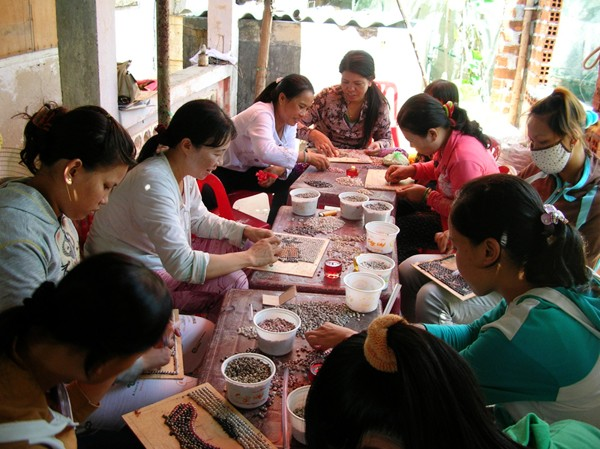 Duyen Hong – corazón dedicado a pobladoras pobres en zonas marítimas - ảnh 3