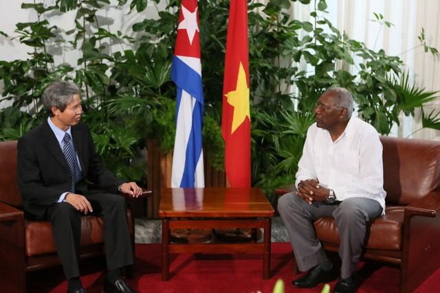 Presenta credenciales nuevo embajador vietnamita en Cuba - ảnh 1