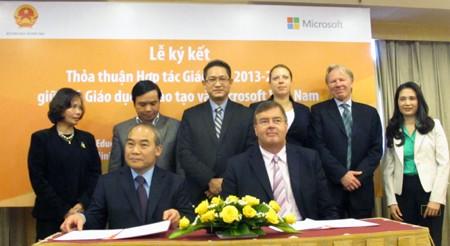 Brinda Microsoft facilidades a centros docentes de Vietnam - ảnh 1