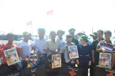 Sector de Salud vietnamita apoya a pescadores  - ảnh 1