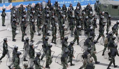 Junta Militar tailandesa moviliza soldados para repeler manifestaciones en Bangkok - ảnh 1