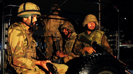 Ataque terrorista en aeropuerto de Karachi, Pakistán - ảnh 1