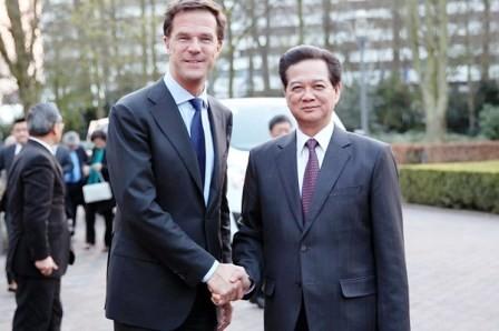 Primer ministro holandés visita oficialmente Vietnam - ảnh 1