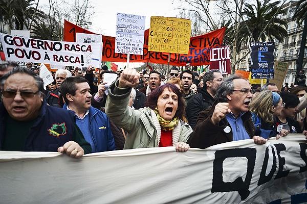 Aumentan manifestaciones contra políticas de austeridad en Portugal - ảnh 1