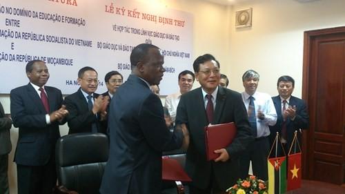 Vietnam y Mozambique firman protocolo de cooperación educativa - ảnh 1