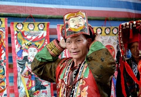 Singular ceremonia de étnicos vietnamitas - ảnh 4