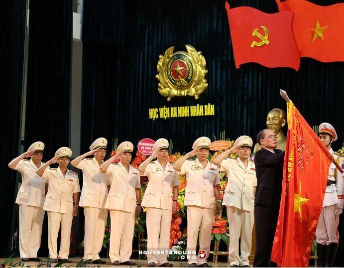 """Academia de Seguridad de Vietnam recibe título """"Héroe de Fuerzas Armadas del Pueblo"""" - ảnh 1"""