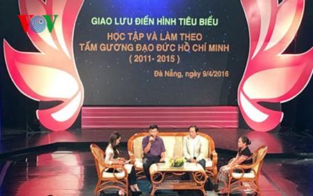 Honran a personas destacadas en movimiento de seguimiento del ejemplo del presidente Ho Chi Minh  - ảnh 1