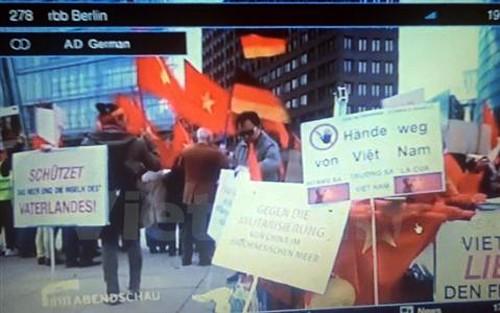 Medios de comunicación alemanes publican manifestación vietnamita en Berlín contra China - ảnh 1