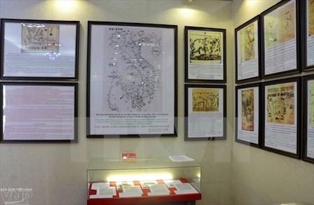 Inaugurada en Hoa Binh exposición sobre las islas vietnamitas de Hoang Sa y Truong Sa  - ảnh 1