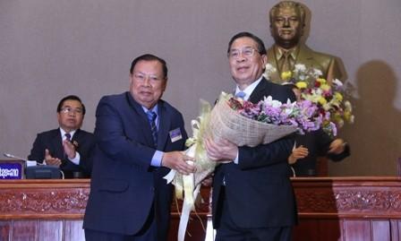 Felicita Vietnam a nuevos dirigentes líderes de Laos - ảnh 1