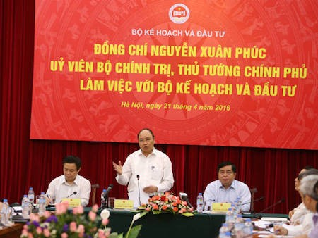 Primer ministro de Vietnam orienta el desarrollo socioeconómico para el próximo lustro - ảnh 1
