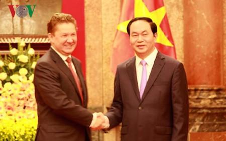 Presidente de Vietnam recibe al presidente de la Junta Directiva de la Corporación rusa de Gazprom - ảnh 1