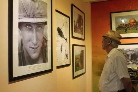 """Se inaugura exposición fotográfica """"Memorias de guerra""""  - ảnh 1"""