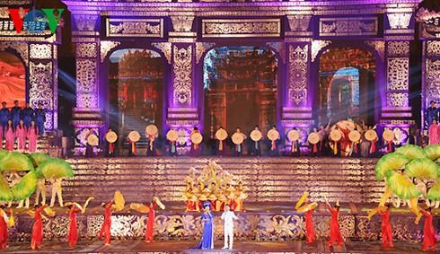 Novedades y más encantos del Festival de Hue 2016 - ảnh 1