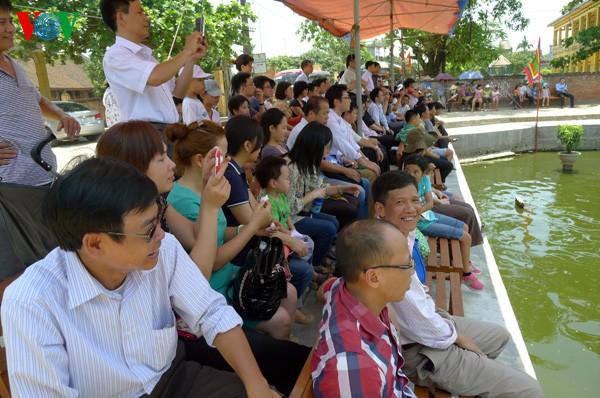 Teatro de títeres acuáticos de los campesinos- artistas de Hong Phong  - ảnh 3