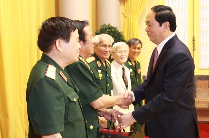 Ex soldados y expertos militares vietnamitas en Laos por la consolidación de los lazos bilaterales - ảnh 1