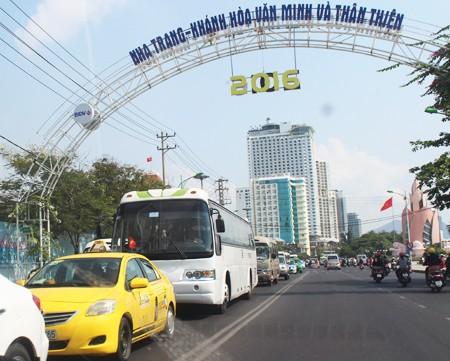 Se reporta gran affluencia de turistas en varias localidades en los días festivos   - ảnh 1