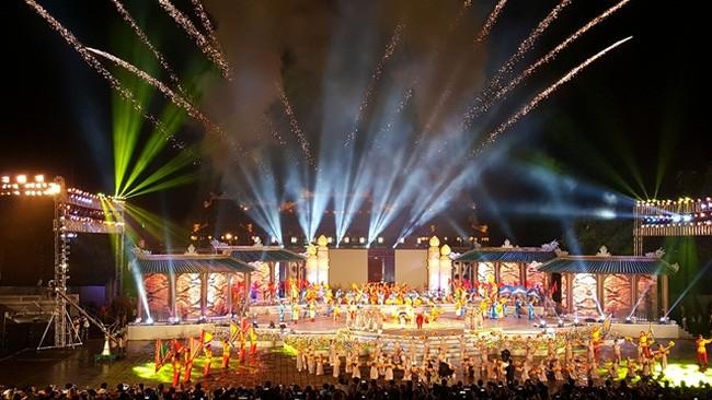Concluye Festival Hue 2016, mayor evento artístico-cultural de Vietnam - ảnh 1