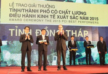 Contribución de las autoridades locales en el alto índice de competitividad alcanzado en Dong Thap - ảnh 1