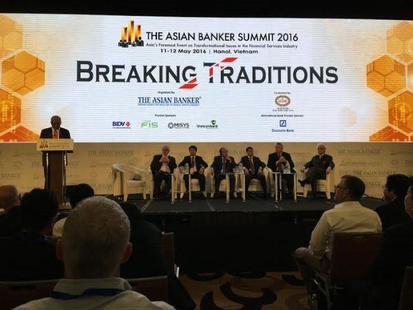 Pondera dirigente de Vietnam espíritu de creatividad del sector bancario asiático - ảnh 1