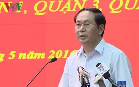 Aspirantes al Parlamento efectúan encuentros preelectorales en Hanoi y Ciudad Ho Chi Minh  - ảnh 1