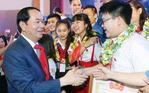 Conmemoran aniversario 75 del establecimiento de la Unión de Pioneros Ho Chi Minh - ảnh 1