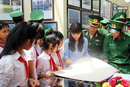 Inauguran exposición sobre Hoang Sa y Truong Sa, soberanía indiscutible de Vietnam - ảnh 1